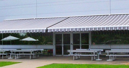 Madera commercial retractable awnings